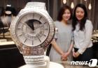 현대백화점, 국내 유일 피아제 다이아몬드 시계 공개