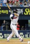 김재환, 고우석 상대 동점포…3년 연속 30홈런