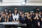 """""""선생님의 평창 금메달, 응원합니다""""…쇼트트랙 김아랑의 특별한 환송식"""