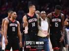 휴스턴, NBA 징계 결정에 불만 터트려