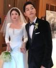"""송중기♥송혜교, 호텔서 '결혼 후 첫 생일 데이트' 포착 """"두 손 꼭 잡고…"""""""