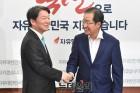 """""""수도권·강남보수 잡아라"""" 홍준표·안철수 수싸움 본격화"""