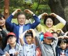 문재인 대통령, 청와대서 어린이날 행사...'사랑해요'