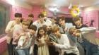 """박찬민 딸 박민하, 워너원과 수줍은 인증샷 """"오빠들 모두 친절해"""""""