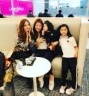 """이윤미X두 딸, 공항서 만난 한채영과 폭풍수다 """"예쁜 언니"""""""