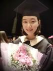 '한예종 졸업' 이유영, 학사모 쓰고 꽃다발 안은 밝은 미소