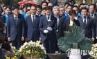[주간천지포토] 봉하마을 찾은 김경수·58주년 4.19혁명 기념식·드루킹 공범 서유기 구속·원세훈 징역 4년