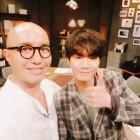 """홍석천·뉴이스트W JR, 훈훈함 가득 '러브캐처' 촬영 인증샷…""""사랑이냐 돈이냐"""""""