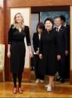 김정숙 여사, 이방카 트럼프에게 직접 디자인한 '비단 실내화' 선물