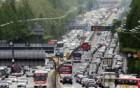 '징검다리 연휴' 첫날 고속도로 주요구간 극심한 정체 시작