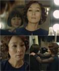 '마더' 이혜영, 180도 달라진 스타일…허율 뿌듯 미소