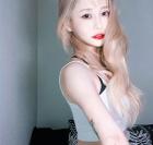 캐스퍼, '청순 애틋' 매력... 초커와 배꼽티 패션