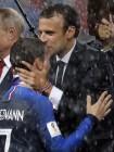 우승상금 431억, 월드컵 우승 프랑스 대표팀 샹젤리제 행진...1998년 150만 명 몰려