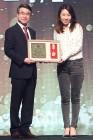 [bnt포토] '제 3회 럭셔리브랜드 키즈모델 어워즈'에서 케이팝 교육부문 수상한 티엔케이 아카데미 이석대표