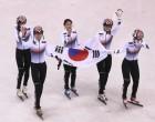 """한국 여자 쇼트트랙 3,000m 계주 2연패…文대통령 """"기쁘고 행복한 밤"""""""