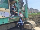 건설현장은 지금 '폭염과 전쟁'