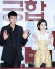 [IS포토] 이승기-심은경, 손인사 전하는 '궁합 2인방'