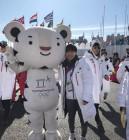 '동메달' 서이라, 평창올림픽 마스코트 수호랑과 다정한 인증샷