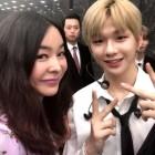 '이모팬' 이혜영, 강다니엘과 투샷...'나이 믿기지 않는 미모' 감탄