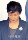 유영하 손떼나… 박근혜 국정원 뇌물 재판도 국선변호인 체제
