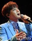 """[비하인드]황치열 """"신곡 '별, 그대' 커버? 방탄소년단 정국이 불러주면 좋겠다"""""""