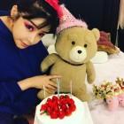 [근황] 박봄, 테디 곰인형과 함께 작곡가 테디 생일 축하…'화려한 눈화장'