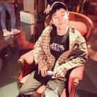 """[근황] 래퍼 딘딘, 스타일리시한 패션과 귀여운 표정…""""여기 남친짤 한 장 추가요"""""""