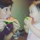 '아빠본색' 리키김, 딸 태린이와 마주보며 수박 먹기…'달달한 부녀'