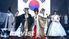 [페.오.아] 아시아 전통복패션쇼에 참석한 '2017 페이스 오브 아시아' 주역들