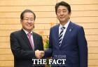 [TF이슈] 홍준표-日아베 총리 만남, 어떤 대화 나눴을까?