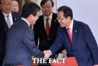 [TF초점] 홍준표 '배신자' 유승민 대하는 태도가 달라졌다!