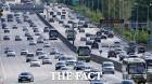 [고속도로 교통상황] 휴일 나들이 차량 오후 56시 절정
