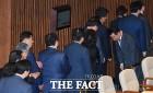 염동열·홍문종, 체포동의안 부결 비결은? 영상