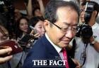 '홍준표 사퇴 반대' 국민청원이 '웃픈' 이유