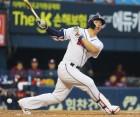 '이틀 연속 홈런' 두산 김재환, 26호로 홈런 레이스 단독 선두