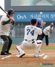 '불사조' 박철순, 17일 플레이오프 1차전 시구자 선정