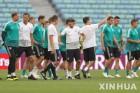 벼랑 끝 한국 축구, 전차군단 승리가 유리할까?