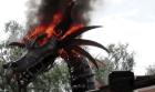 디즈니월드의 로봇 드래곤, 퍼레이드 중 큰 불 뿜어