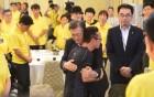 """文 대통령 '세월호 가족' 靑 초청…與 """"진상규명만이 국가의 사명"""""""
