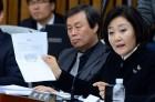 '특혜 관람 논란' 빚은 더불어민주당 박영선... 출입 승인 카드 없이 '일반인 출입 금지 구역' 들어가