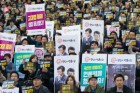정권교체 1년, 공영방송 어떻게 달라졌나 公營방송인가, 勞營방송인가  노조파업투쟁 앞장섰던 사장 맞은 KBS와 MBC, 코드인사·편파보도 등 점입가경
