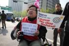 """[사진] """"문재인 대통령님, 만나서 이야기합시다"""" 장애인들의 외침"""