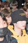 [WD포토] 워너원(WannaOne) 박우진, 라이관린 뒤에서 눈빛만 공개