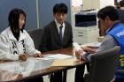 구리선관위 후보등록 첫날, 서류 점검받는 김경순·김형수 후보
