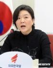 류여해 정미홍 홍준표 신동욱의 비판 릴레이와 '사랑해요 김정숙'의 묘한 공존