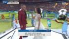 로빈 윌리엄스, 러시아 월드컵 개막식 무대에서 아이다 가리폴리나와 듀엣