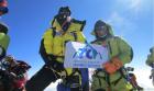 경상대 산악회, 에베레스트 정상 오르다